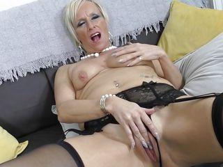 Смотреть порно с красивыми зрелыми женщинами